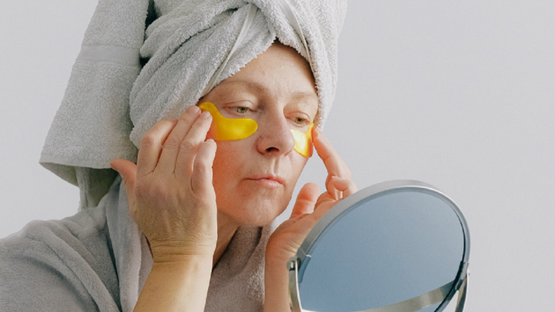 How to Reduce Crows Feet Without Surgery